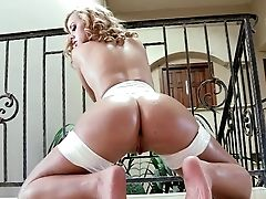 Saucy Blonde Jessie Rogers From Sexy Is A Bootylicious Beauty