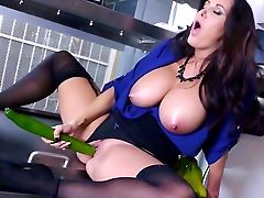 Buxomy Matures Knows Amazing Abilities With Her Twat And Mouth