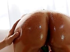Erik Everhard Indeed Luvs Playing With Big Oiled Booty Of Nikki Sexx