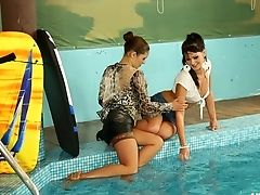 Gorgeous Amateurs In Caboose Splashing Act At The Pool Sapphic Scene.