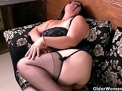 Latina Cougar Laura Has Her Wicked Ways