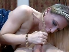 Devon Lee Is A Good Looking Married Woman With Blonde